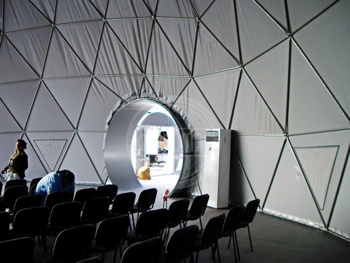 Конференц зал 350m2 в мобильных куполах Ø20м & Ø7м к визиту Tony Blair в AzMeCo, Баку, Азербайджан