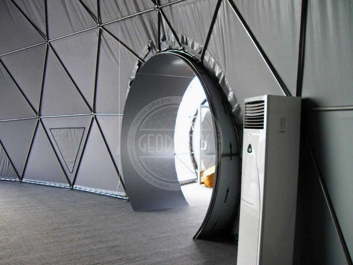 Визит Тони Блэра в геодезические купола AZMECO Ø20 м и Ø7 м, Баку, Азербайджан